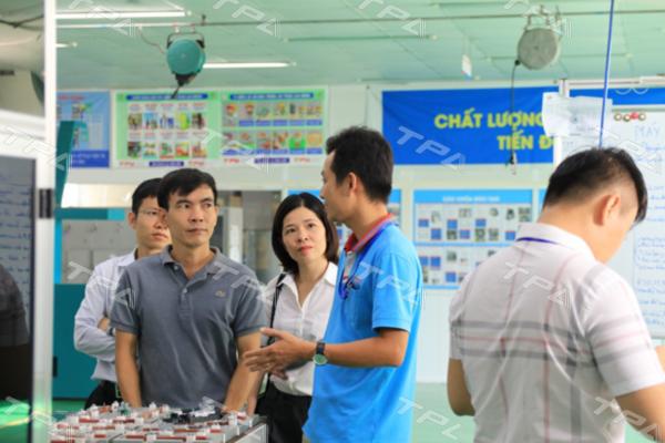 Anh Đinh Trọng Hoàn giới thiệu các sản phẩm của TPA