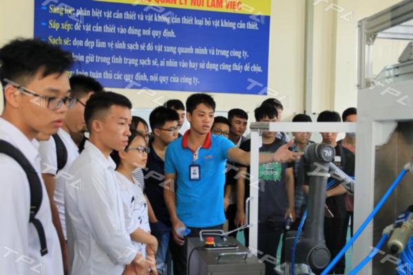 Kỹ sư TPA giới thiệu các sản phẩm do TPA sản xuất cung cấp