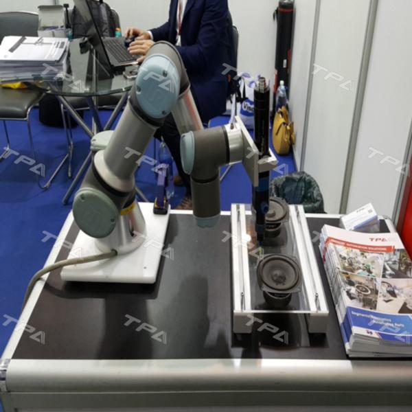 Hình ảnh sản phẩm Universal robots tại triển lãm